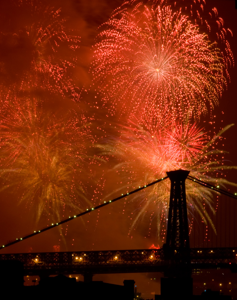 NYC fireworks July 4, 2008 by Barry Yanowitz via flickr